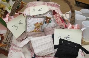 les créations de jaja a créer des coussins et des tasses pour sa 1ère expo